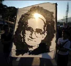 Romero, aclamado por los fieles