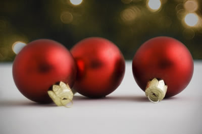 3-red-ornaments.jpg