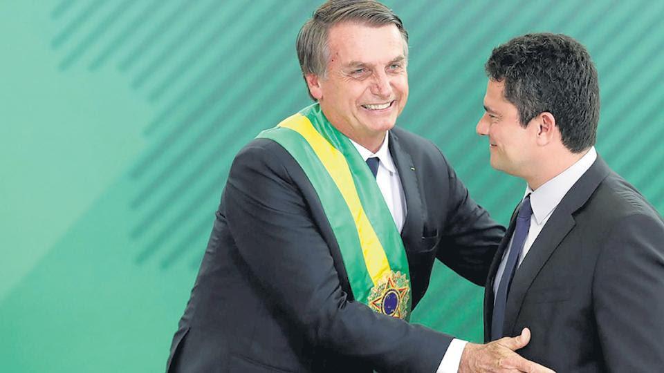 El presidente Jair Bolsonaro y su ministro y ex juez Sergio Moro.