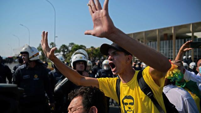 PM não consegue liberar Esplanada dos Ministérios ocupada por bolsonaristas