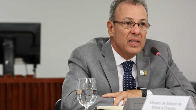 Ministro comenta acionamento de bandeira vermelha para energia elétrica
