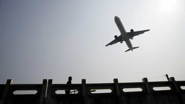 Ações de aviação e turismo disparam com vacinação à vista