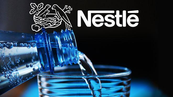 Botella de agua y logo de Nestlé