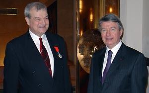 Louis Perret et S.E. Daniel Jouanneau