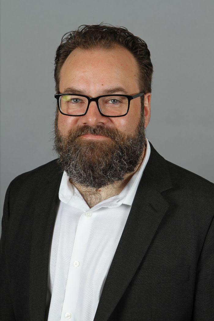 headshot of Brian Forsythe