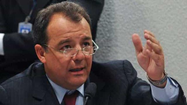 Cabral é condenado por usar helicóptero do governo para uso particular