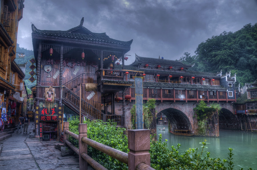 http://cdnfiles.hdrcreme.com/42280/medium/feng-huang-iv-a-little-town-in-china.jpg?1342768740