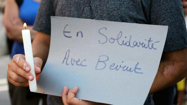 Libaneses protestam contra governo após megaexplosão em Beirute