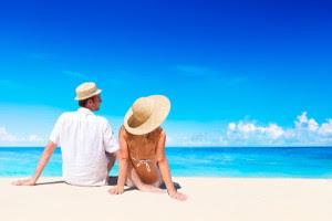 couple-on-beach-vacation