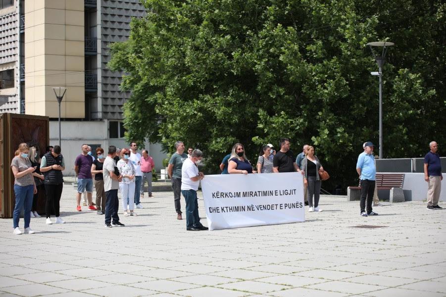 This image has an empty alt attribute; its file name is protesta-lotaria-e-Kosoves-foto-Visar-Kadrolli-1.jpg