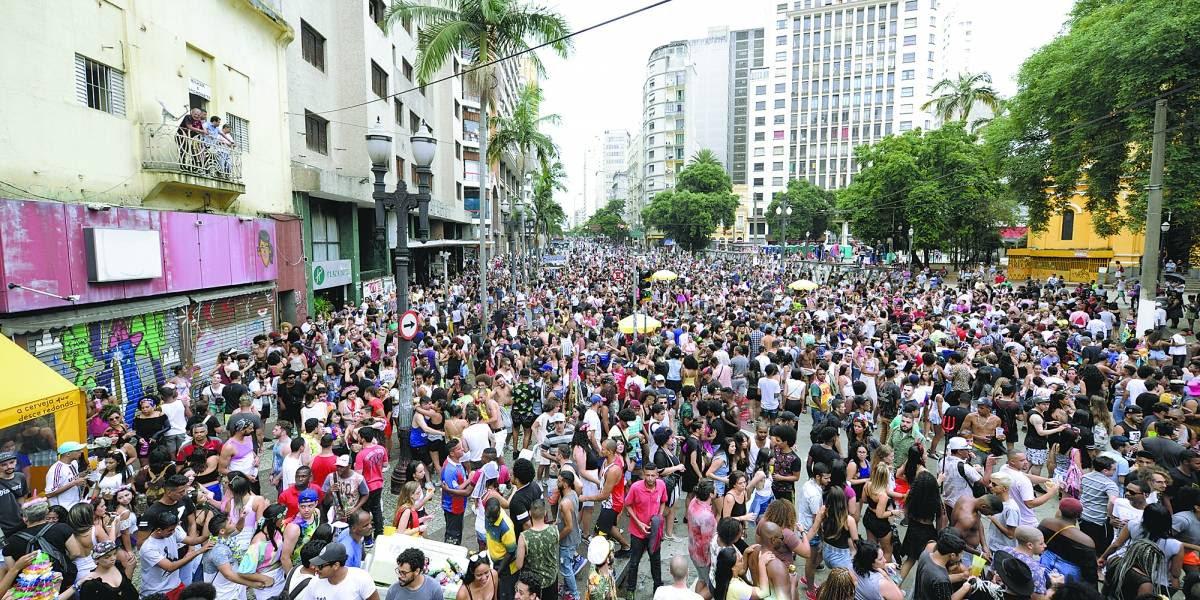 Resultado de imagem para bloco de carnaval de rua metro