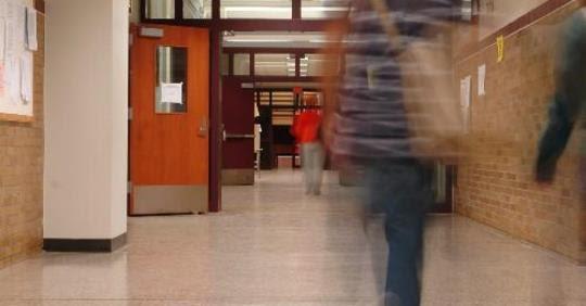 stduents walking in school hallway