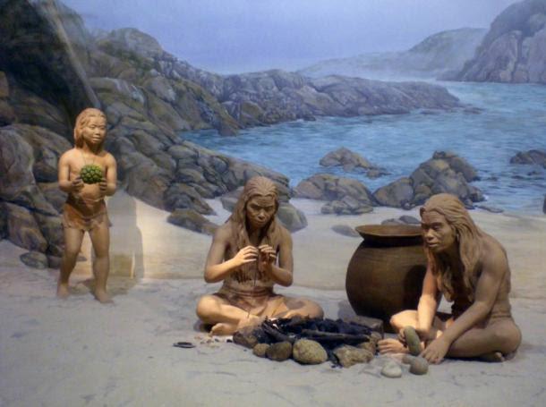Prehistoric child holds a toy - Arqueólogos en China aseguran haber encontrado juguetes con un millón de años