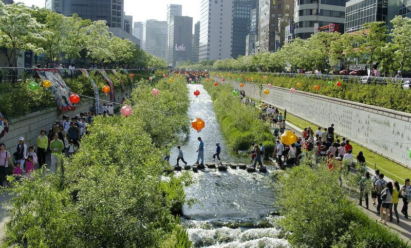http://upload.wikimedia.org/wikipedia/commons/d/d0/Korea-Seoul-Cheonggyecheon-2008-01.jpg