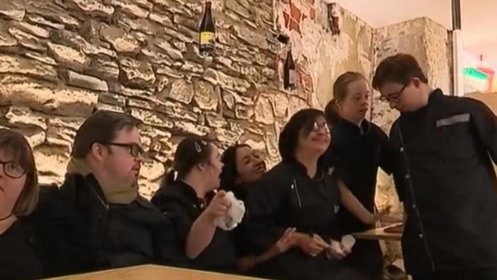 VIDEO. A Nantes, un restaurant emploie des salariés trisomiques en salle et en cuisine