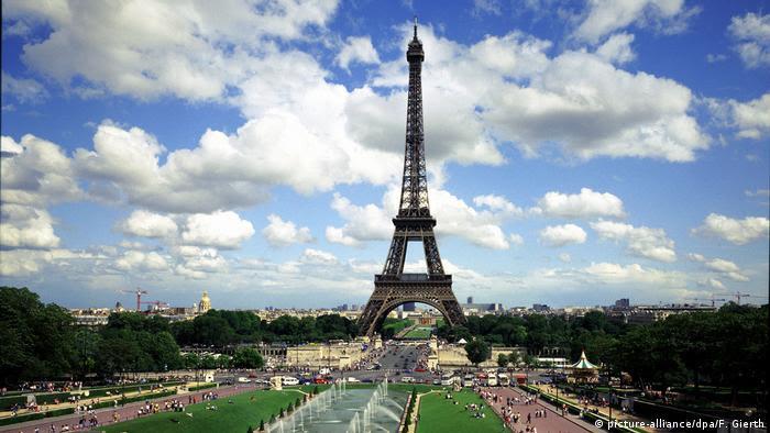 Francia volverá a abrirse a los turistas internacionales vacunados, con condiciones.