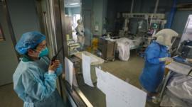 Coronavírus: estudo revela fatores de risco e sintomas em pacientes mortos em hospital na China