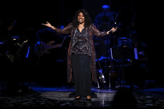 Gloria Gaynor performs I Will Survive