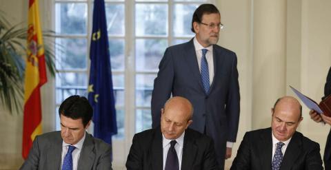 El presidente del Gobierno, Mariano Rajoy ha presidido en el Palacio de la Moncloa la firma del convenio interministerial para la extensión del acceso a la banda ancha ultrarrápida./ EFE-Paco Campos