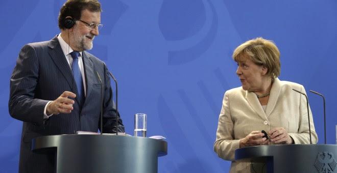 Mariano Rajoy y Angela Merkel al inicio de la comparecencia conjunta con motivo de su cumbre informal de dos días.- EFE