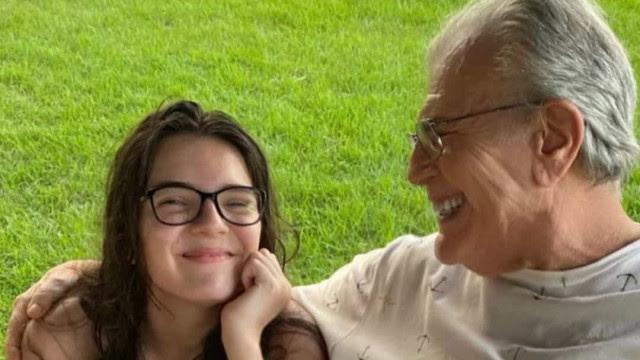 'Saudades', afirma Nora de Tarcísio Meira ao compartilhar foto de ator com neta