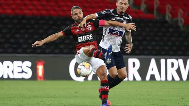 Flamengo vence o Junior Barranquilla e garante o primeiro lugar do Grupo A