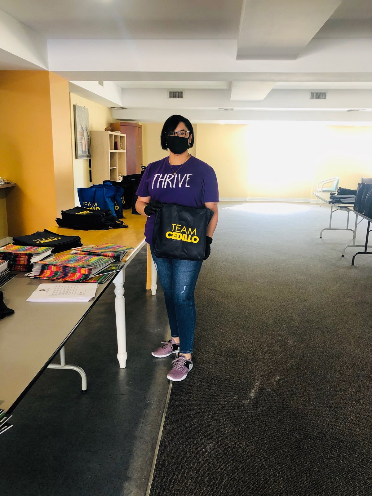 Volunteer with Mask Grand Plaza 3-31-2020