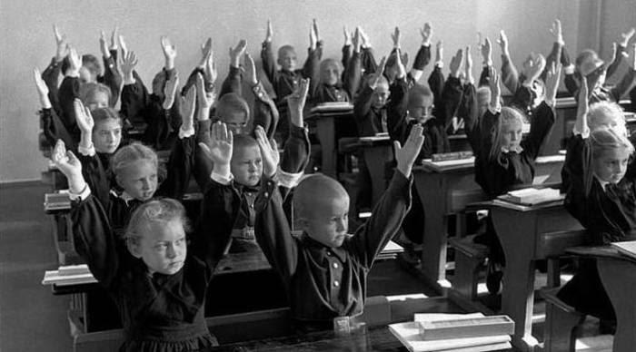 Знаменитый француз стал одним из первых западных журналистов, кто получил официальное разрешение фотографировать обычных советских граждан.
