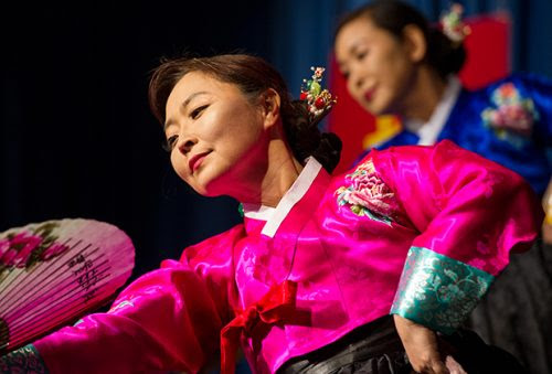 picture of chinese dancer