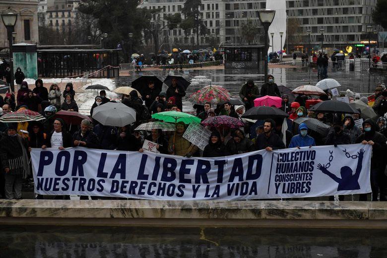 """En Espagne, les manifestants ont protesté samedi """"pour la liberté, nos droits et la vie""""."""