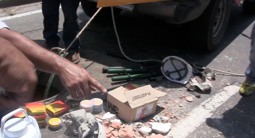 trabajadores de corpoelec trabajan para reponer servicio eléctrico en Montalbán