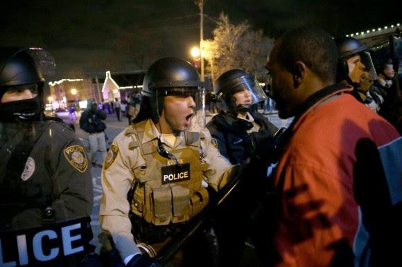Estallan protestas en Ferguson120