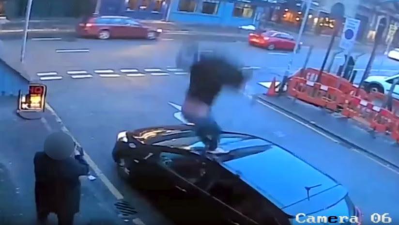 VIDEO: Un drogadicto mata a su novia, se tira por una ventana y agrede a los testigos
