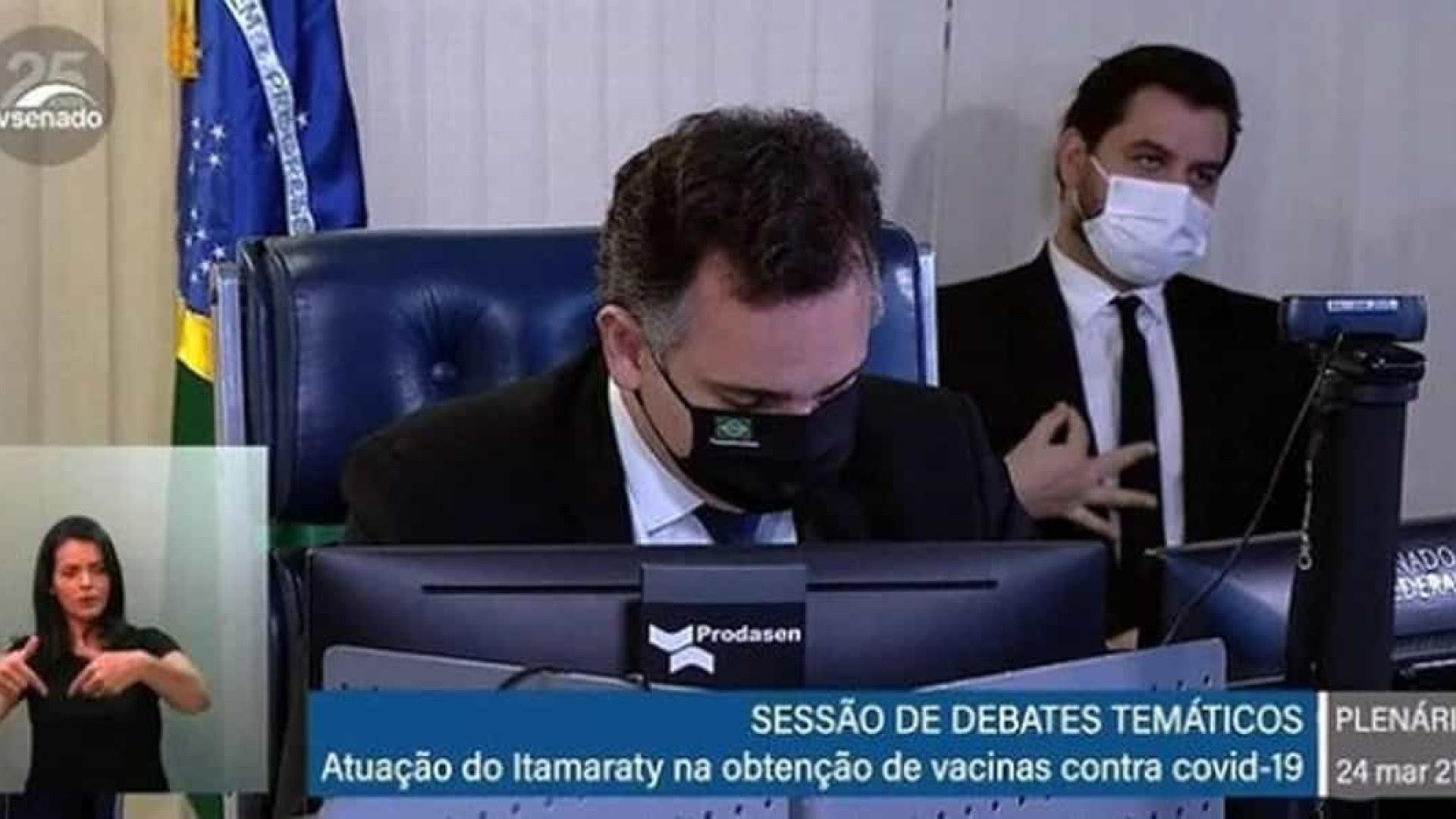 MPF denuncia assessor de Bolsonaro por gesto de conotação racista no Senado