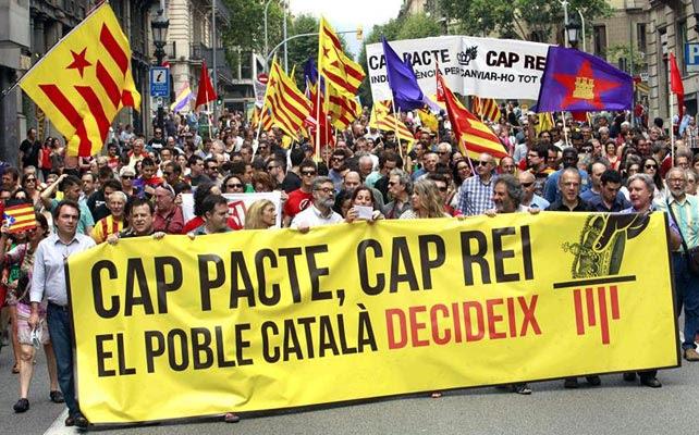 Manifestación convocada en Barcelona en favor a la república catalana.