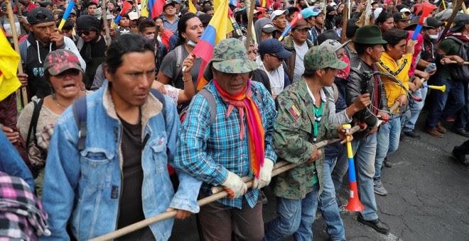 Los manifestantes participan en una protesta contra las medidas de austeridad del presidente de Ecuador, Lenin Moreno, en Quito, Ecuador, 8 de octubre de 2019. REUTERS / Ivan Alvarado