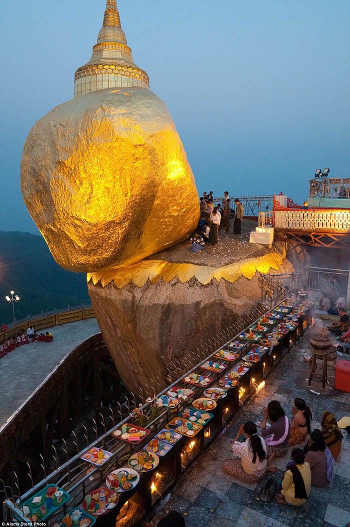 Hòn đá thiêng bằng vàng ở Myanmar và bí mật ẩn chứa bên trong - 5