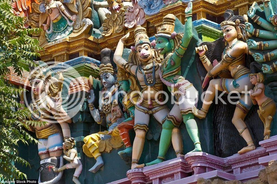 Một số dự án khôi phục đền được thực hiện những năm gần đây để đưa đền Meenakshi về hiện trạng ban đầu.