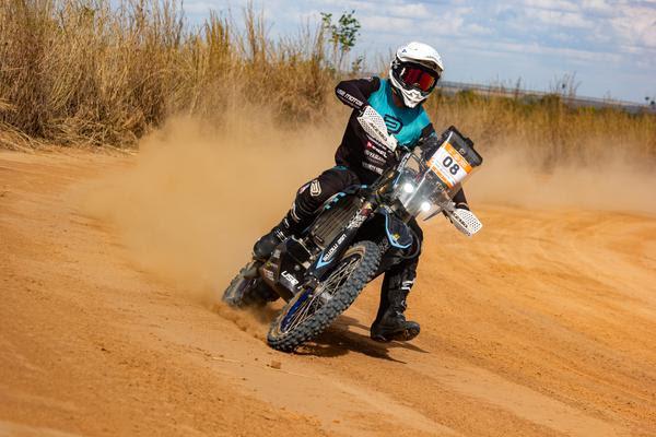 Bruno Leles é o mais rápido entre as motos no primeiro dia de disputas (Claudiney Sandro/Fotop)