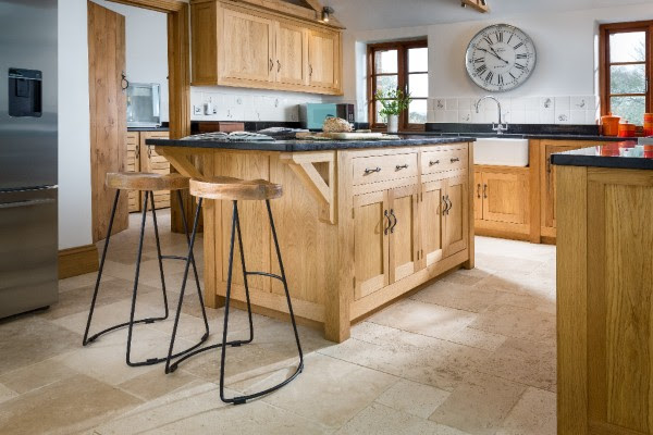http://www.samwalshfurniture.co.uk/portfolio-item/solid-oak-kitchen-2/