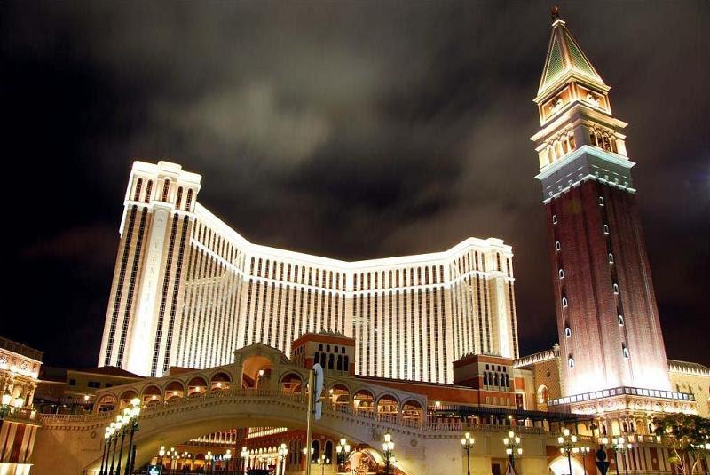 http://twistedsifter.com/wp-content/uploads/2010/07/worlds-largest-casino-venetian-macau.jpg