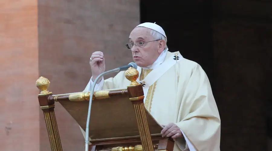 """El cristiano no basa su fe en videntes ni """"cartas"""" de la Virgen, advierte Papa Francisco"""