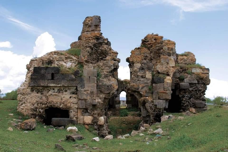 Sunken Armenian Church of Arjesh