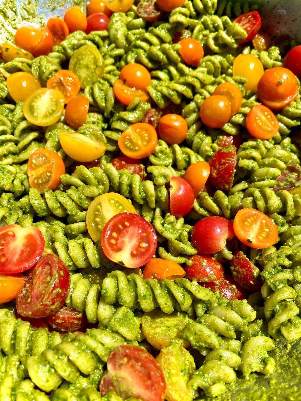 Mancini Pesto Salad with Pesto and Heirloom Tomatoes, 8 oz