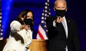 Joe Biden y Kamala Harris celebrando su victoria en Delaware el pasado 7 de noviembre.