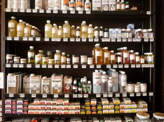 Mediums to use with oil paints at Kama Pigments.