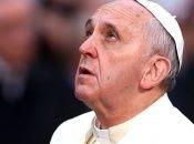 """""""Hago un llamado urgente"""", dijo el Papa. Entre los inmigrantes que permanecen varados en aguas de Malta, hay varios niños y adolescentes."""