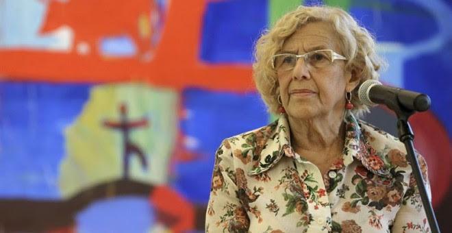 La alcaldesa de Madrid Manuela Carmena, en la rueda de prensa que ha realizado este viernes tras reunirse en el Palacio de Cibeles con Pablo Iglesias. EFE