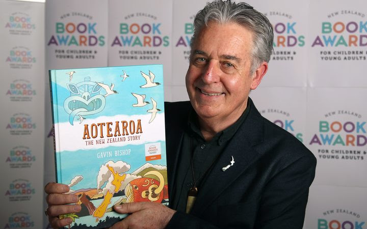 Gavin Bishop with his book 'Aotearoa: The New Zealand Story'.