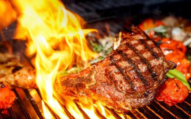 thịt nướng, thực phẩm gây lão hóa, thực phẩm gây già trước tuổi